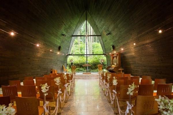 箱根の森高原教会(ホテルグリーンプラザ箱根)がぴったりのおふたりは?口コミ・費用・ブライダルフェア情報!