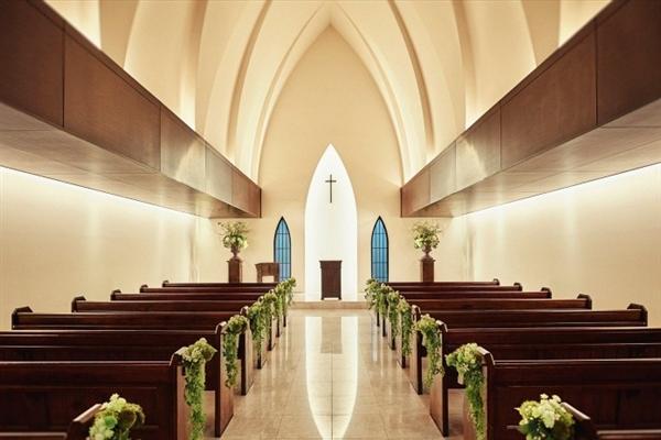 南青山サンタキアラ教会がぴったりのおふたりは?口コミ・費用・ブライダルフェア情報!
